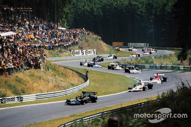 К началу 70-х «Нюрбургринг» продолжал принимать Гран При Германии, однако вопросы безопасности, которые взволновали к тому времени Формулу 1, оставляли все больше сомнений в будущем знаменитой трассы