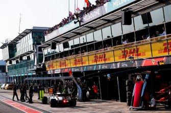 Valtteri Bottas, Mercedes AMG W10, outside his garage