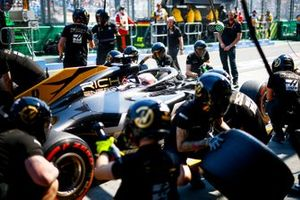 Haas F1 pit crew at work during practice