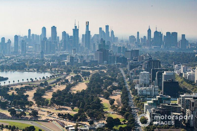 Vista aérea de la ciudad y el circuito