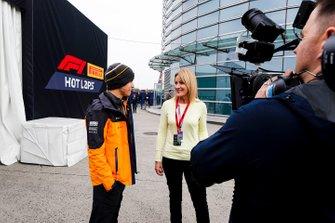 Ландо Норріс (McLaren) і репортерка Sky TV Рейчел Брукс