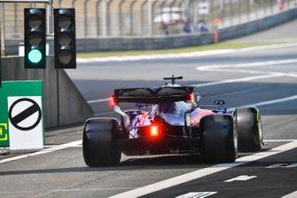 Daniil Kvyat, Toro Rosso STR14, leaves the pit lane