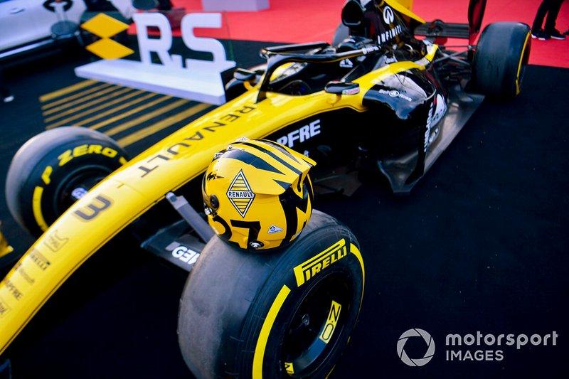 Il casco di Nico Hulkenberg, Renault F1 Team, posato su una monoposto