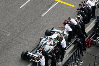 Lewis Hamilton, Mercedes AMG F1 W10 crosses the finish line in front of his team celebrating