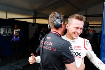 Maximilian Gunther, Dragon Racing, celebrates with a team member