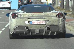 Foto spia Ferrari Supercar ibrida