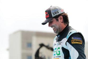 Cacá Bueno, Jaguar Brazil Racing, makes his way to the podium