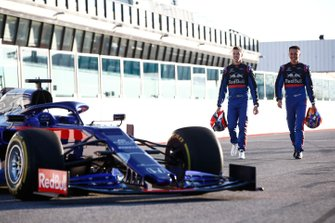 Daniil Kvyat, Toro Roso STR14 et Alexander Albon, Scuderia Toro Rosso STR14