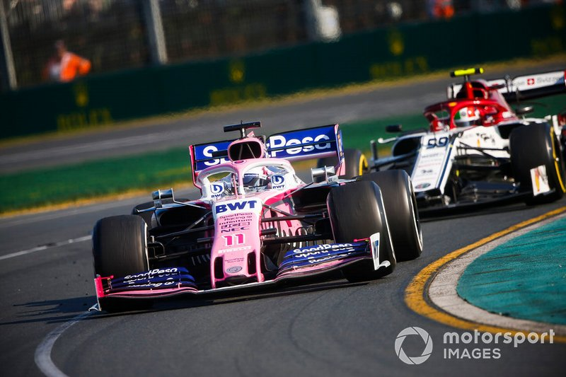 Sergio Perez, Racing Point RP19, precede Antonio Giovinazzi, Alfa Romeo Racing C38