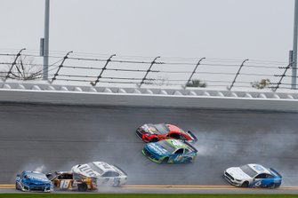 Incidente, Martin Truex Jr., Joe Gibbs Racing, Toyota Camry Bass Pro Shops, Kyle Busch, Joe Gibbs Racing, Toyota Camry M&M's Chocolate Bar, Kyle Larson, Chip Ganassi Racing, Chevrolet Camaro Credit One Bank, Ryan Newman, Roush Fenway Racing, Ford Mustang Oscar Mayer Deli Fresh