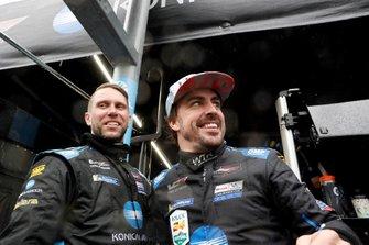 #10 Wayne Taylor Racing Cadillac DPi: Renger Van Der Zande, Jordan Taylor, Fernando Alonso, Kamui Kobayashi, victory celebration