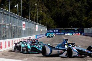 Felipe Massa, Venturi Formula E, Venturi VFE05 leadsMitch Evans, Jaguar Racing, Jaguar I-Type 3, Jose Maria Lopez, GEOX Dragon Racing, Penske EV-3