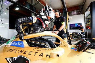 Andre Lotterer, DS TECHEETAH climbs into the cockpit of his DS E-Tense FE19