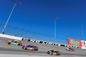 Kyle Busch, Joe Gibbs Racing, Toyota Camry M&M's e Denny Hamlin, Joe Gibbs Racing, Toyota Camry FedEx Office