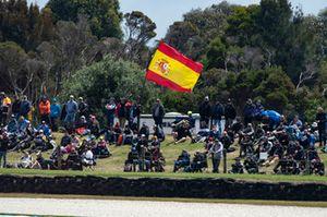 Fans mit Flagge von Spanien