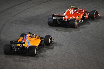 Kimi Raikkonen, Ferrari SF71H and Fernando Alonso, McLaren MCL33