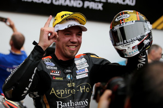 Race winner Peter Hickman, Aspire-Ho by Bathams Racing, BMW