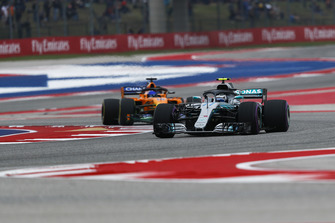 Valtteri Bottas, Mercedes AMG F1 W09 EQ Power+ and Fernando Alonso, McLaren MCL33