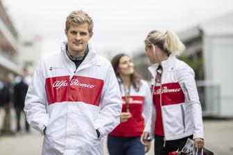 Marcus Ericsson, Sauber C37 en Katharina Zeilinger, Sauber