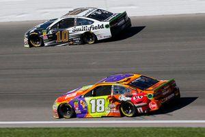 Kyle Busch, Joe Gibbs Racing, Toyota Camry M&M's Halloween and Aric Almirola, Stewart-Haas Racing, Ford Fusion Smithfield