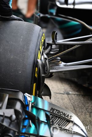 Mercedes-AMG F1 W09 front suspension and brake duct detail