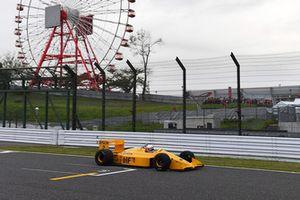 Satoru Nakajima, Lotus 100T lors du tour de démonstration des Légendes