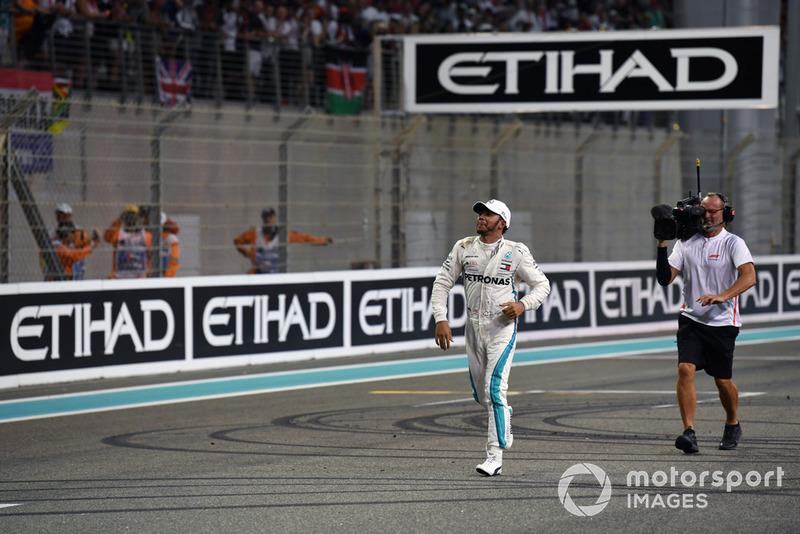 El ganador de la carrera Lewis Hamilton, Mercedes AMG F1 celebra en el Parc Ferme