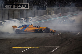 Fernando Alonso, McLaren MCL33 and Lewis Hamilton, Mercedes-AMG F1 W09 donuts at the end of the race