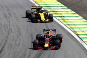 Daniel Ricciardo, Red Bull Racing RB14 and Nico Hulkenberg, Renault Sport F1 Team R.S. 18