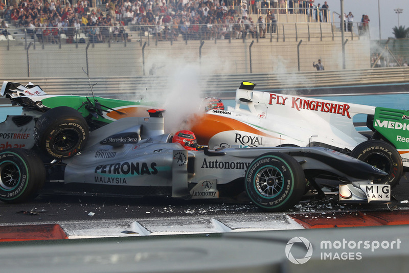 Accidente entre Michael Schumacher, Mercedes GP MGP W01, y Vitantonio Liuzzi, Force India VJM03