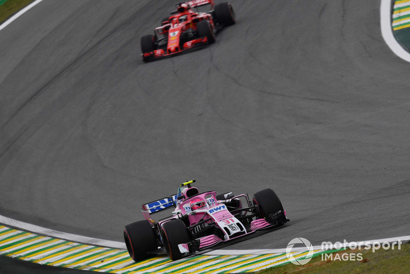 Esteban Ocon, Racing Point Force India VJM11 y Sebastian Vettel, Ferrari SF71H