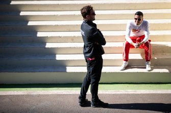 Antonio Fuoco, GEOX Dragon Racing, Penske EV-3 talks to Dragon team member