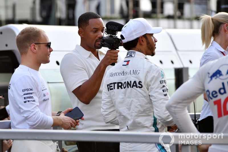 Will Smith with Lewis Hamilton, Mercedes AMG F1 on the drivers parade
