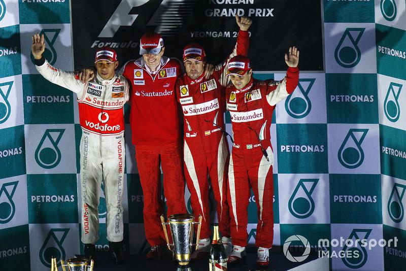 Lewis Hamilton, McLaren MP4-25 Mercedes, Chris Dyer, ingegnere di pista, Ferrari, Fernando Alonso, Ferrari F10, Felipe Massa, Ferrari F10, sul podio