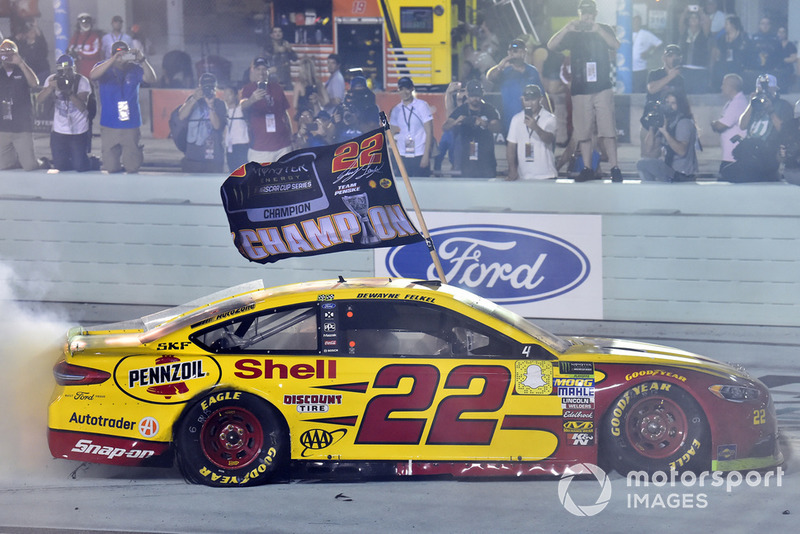 Joey Logano, Team Penske, Ford Fusion Shell Pennzoil celebrates his championship win with a burnout