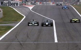Pedro de la Rosa, Jaguar Cosworth R2 overtakes Fernando Alonso, European Minardi