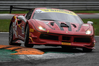 #528 Ferrari 488, Blackbird Concessionaires: Charles Chan
