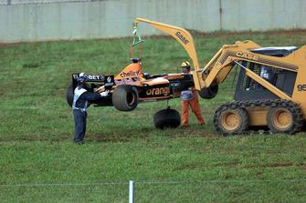 Bergung des Unfallautos von Jos Verstappen, Arrows A22