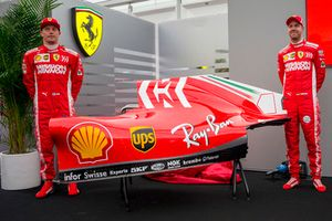 Sebastian Vettel, Kimi Raikkonen, Ferrari, bij de onthulling van de Mission Winnow livery