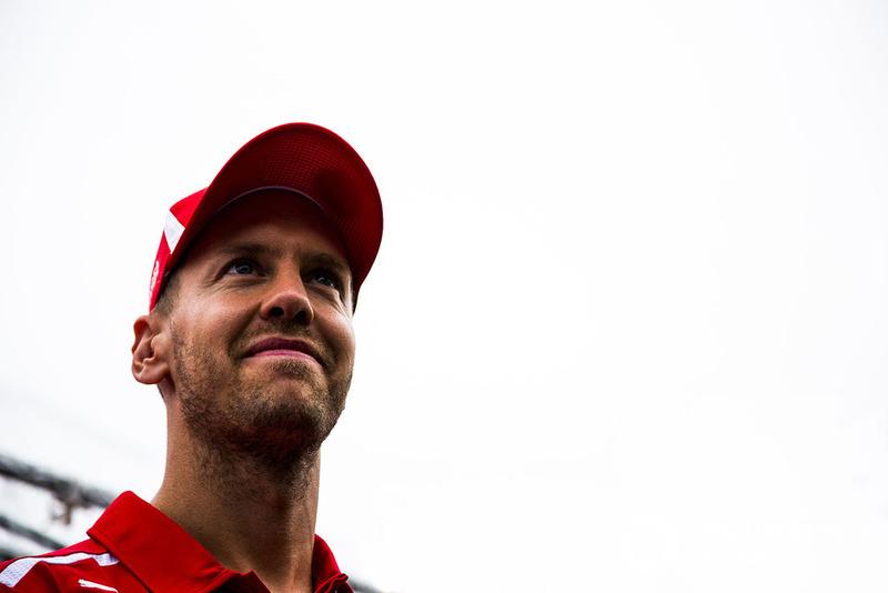 """""""Olhe para Kimi [Raikkonen, no lance que originou a punição a Verstappen]: ele está fora da pista e volta. Se Kimi continua em frente, eles batem. Mas não é certo que o outro cara tenha sempre de sair de seu caminho. Estamos todos correndo, a corrida é longa. Para mim, a brecha estava lá – caso contrário, eu não mergulharia."""""""