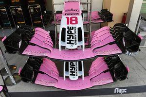 Un nez et des ailerons avant de la Racing Point Force India VJM11
