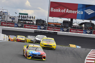 Kyle Busch, Joe Gibbs Racing, Toyota Camry M&M's e Ryan Blaney, Team Penske, Ford Fusion Menards/Pennzoil