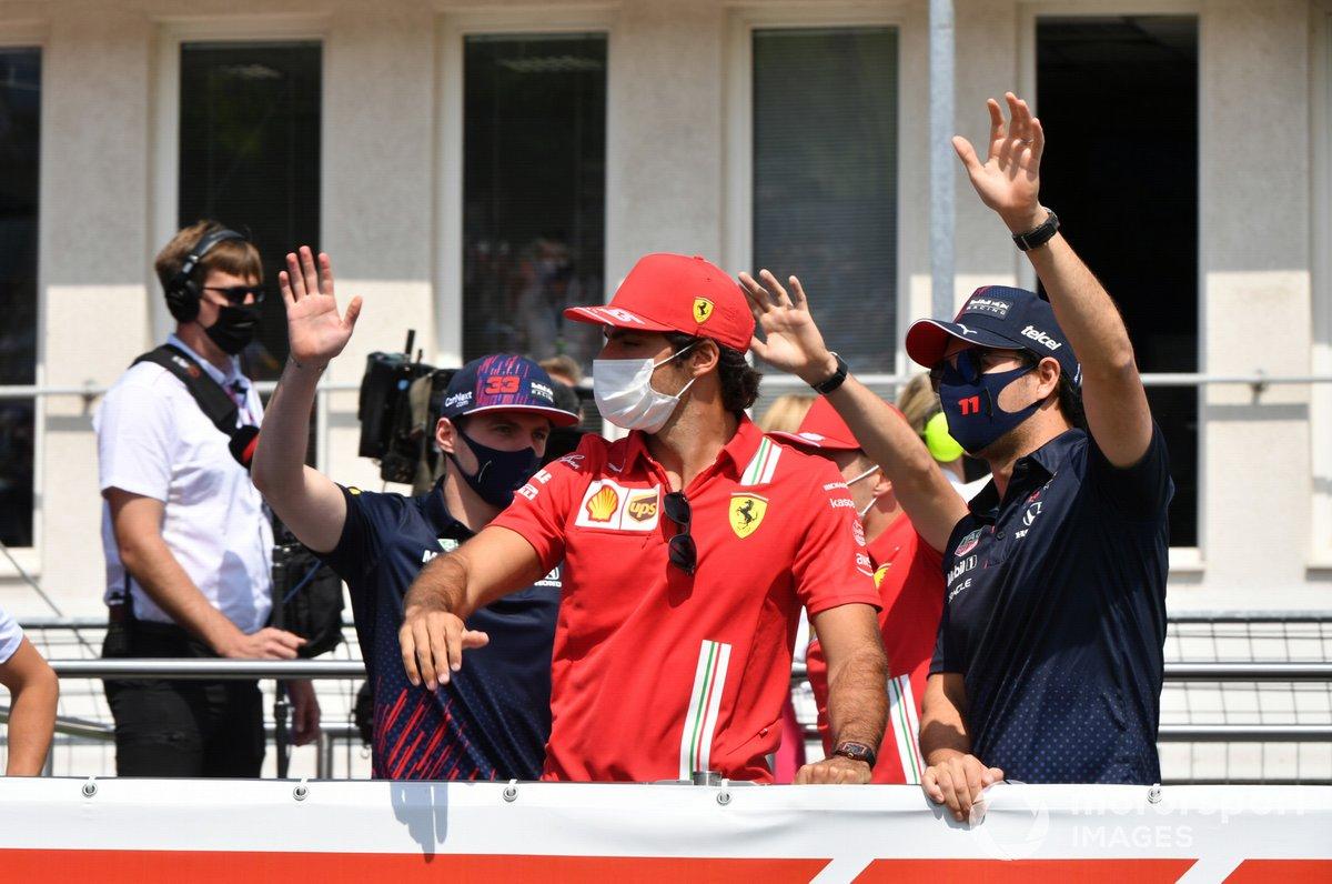 Max Verstappen, Red Bull Racing Carlos Sainz Jr., Ferrari Sergio Pérez, Red Bull Racing in the drivers' parade