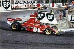 Niki Lauda, Ferrari 312B3, lidera a Emerson Fittipaldi, McLaren M23 Ford