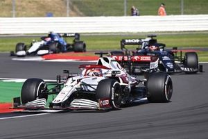 Kimi Raikkonen, Alfa Romeo Racing C41, Yuki Tsunoda, AlphaTauri AT02