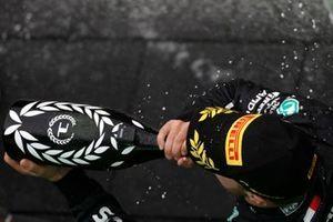 Valtteri Bottas, Mercedes, 1st position, drinks Champagne on the podium