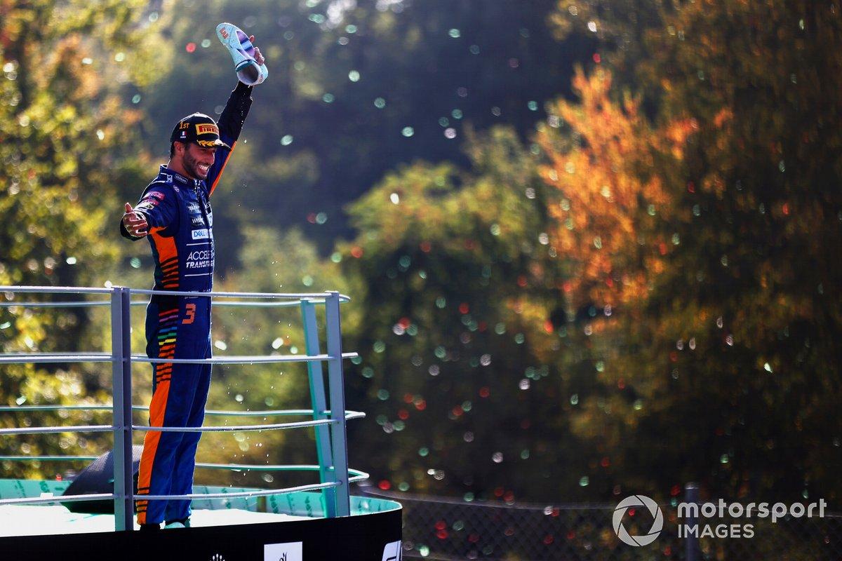 Lo shoey diDaniel Ricciardo, McLaren, 1 ° posizione,