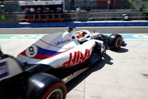 Nikita Mazepin, Haas VF-21, lascia il garage