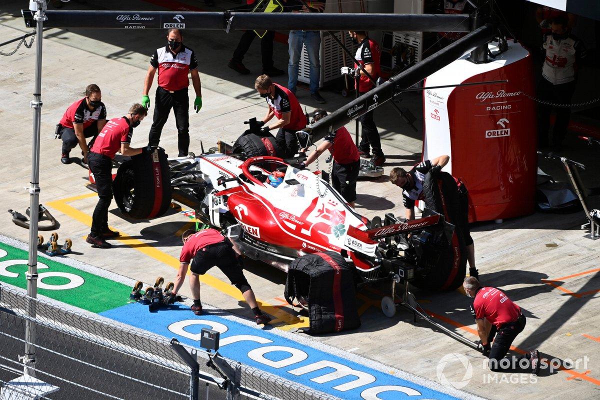 Kimi Raikkonen, Alfa Romeo Racing C41, en el pitlane