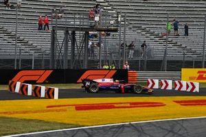 Bent Viscaal, Trident, runs off the track